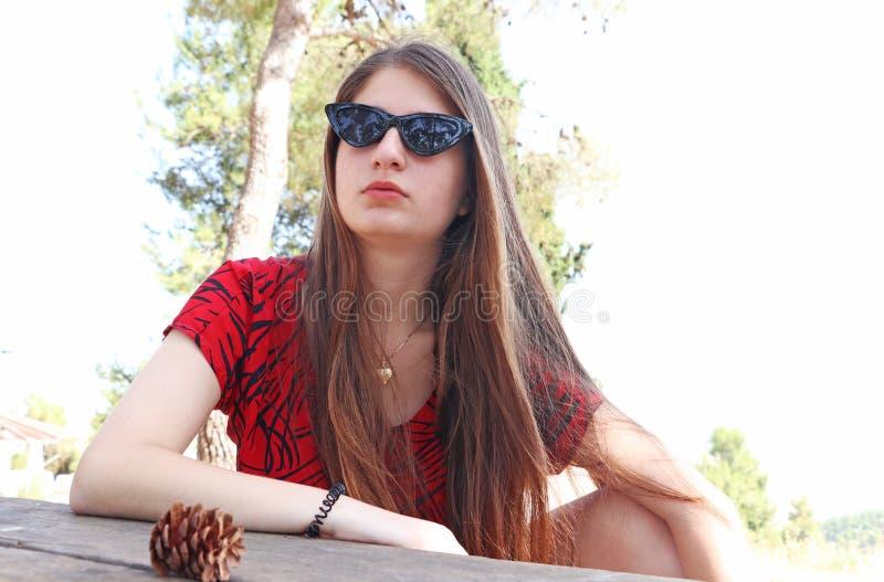 Uma adolescente contemplativa fotografia de stock