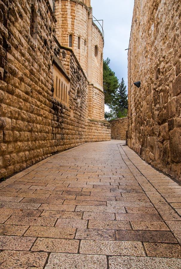 Uma aléia na cidade velha em Jerusalem. fotografia de stock royalty free