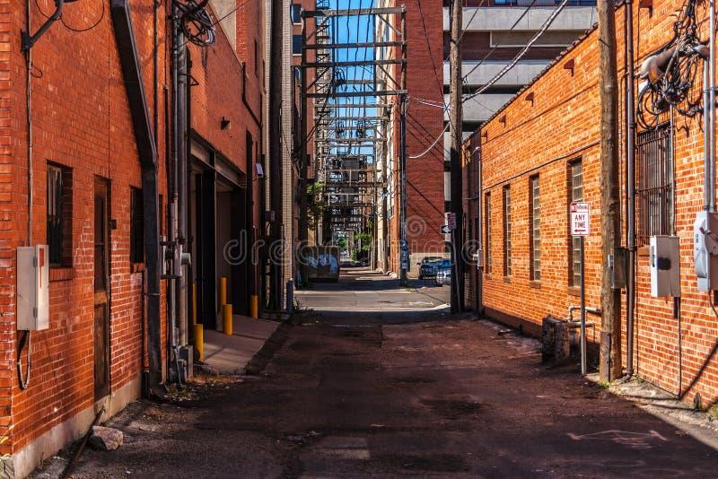 Uma aleia com construções de tijolo vermelho em Amarillo fotos de stock