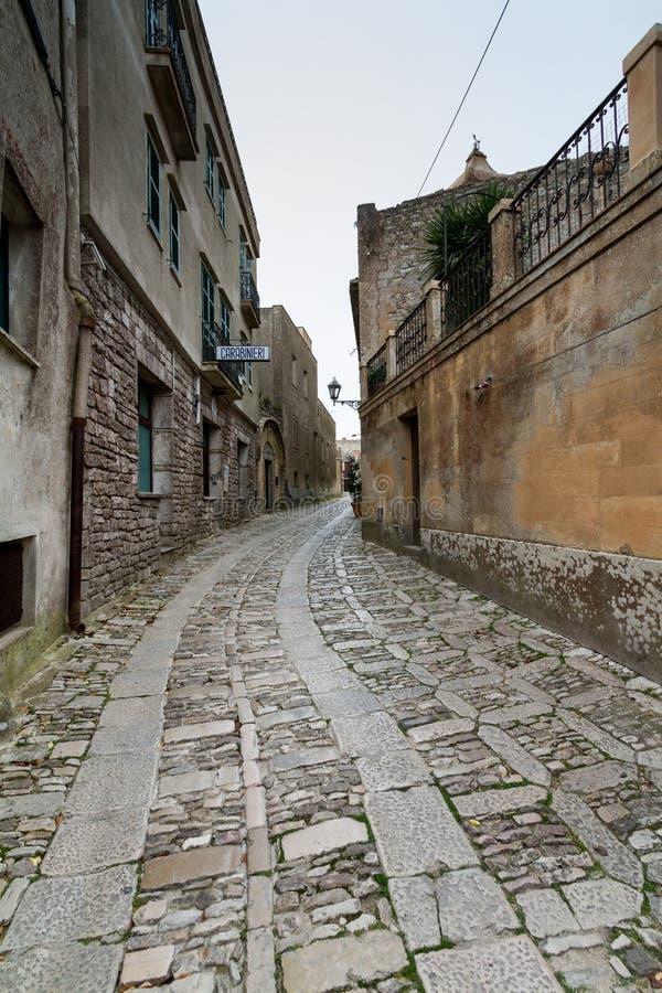 Uma aleia típica do país original da Idade Média chamou Erice, p fotografia de stock