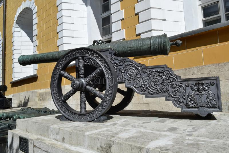 Uma arma antiga da artilharia das guerras de Napoleão Dentro do Kremlin imagem de stock royalty free