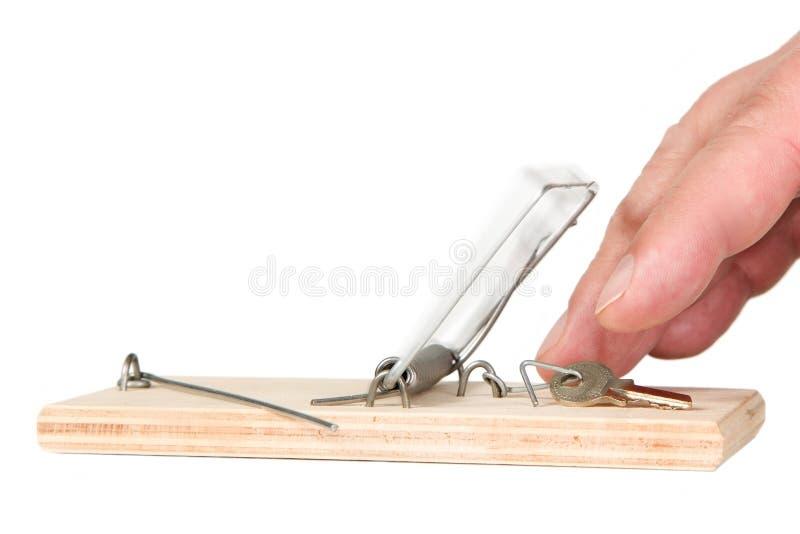 Uma armadilha do rato com chaves fotos de stock