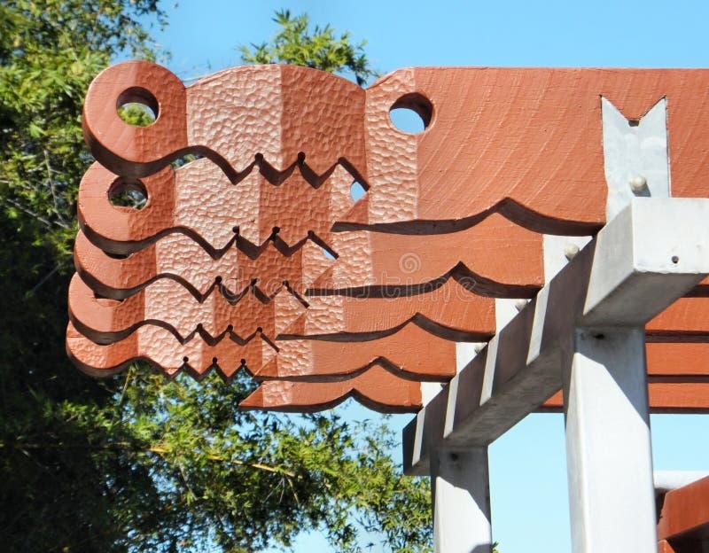 Uma arte finala de madeira interessante, aqui em um abrigo do sol do rio de Brisbane para turistas fotografia de stock royalty free