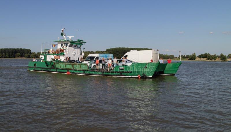 Uma balsa através do Danúbio imagens de stock