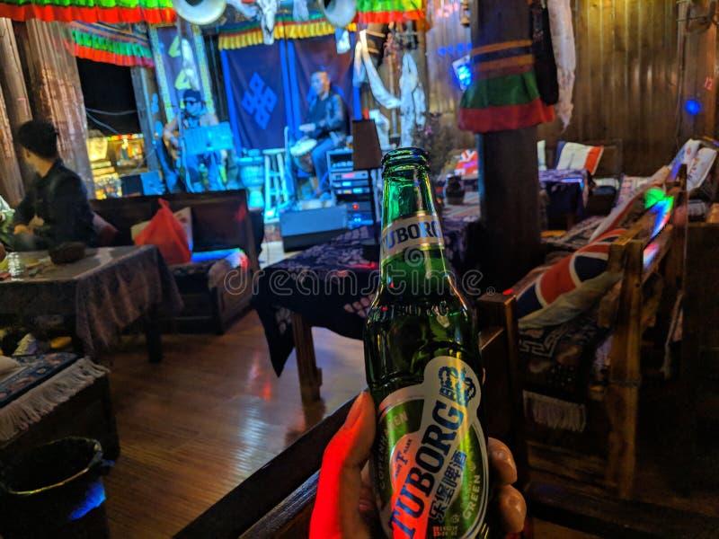 Uma barra da noite em Shangri-La imagens de stock royalty free