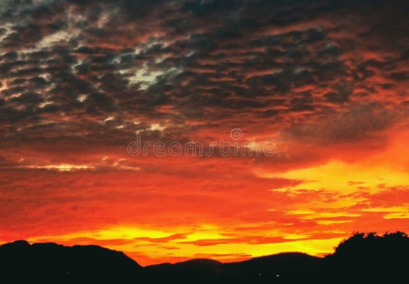 Uma bela imagem do céu por pôr do sol tirada na Índia imagens de stock royalty free