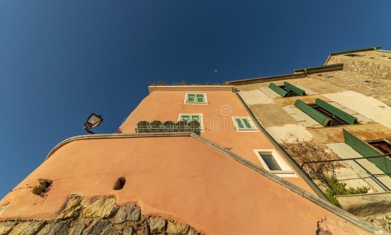 Uma bela vista de tellaro, uma bela vila em itália imagem de stock royalty free