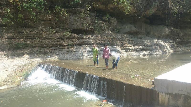 Uma bela vista do rio sazonal em dehradun Uttarakhand na Índia fotos de stock royalty free