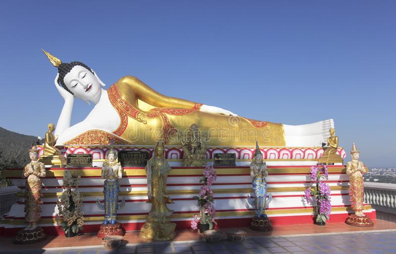 Uma Buda, templo de Wat Phra That Doi Kham, Chiang Mai, Tailândia imagens de stock