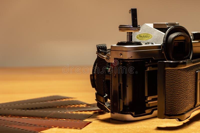 Uma câmera de trabalho imóvel velha, seus filmes a ser tornados imagens de stock