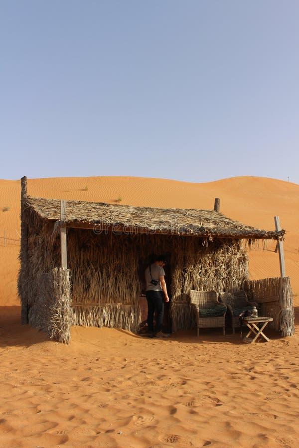 Uma cabana da grama em areias de Wahiba em Omã imagem de stock royalty free