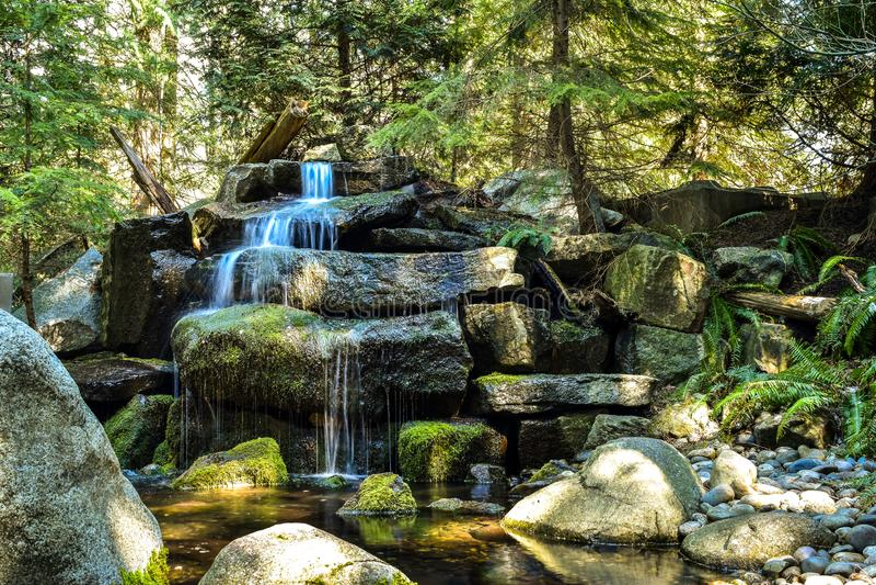 Uma cachoeira cênico do jardim imagens de stock royalty free