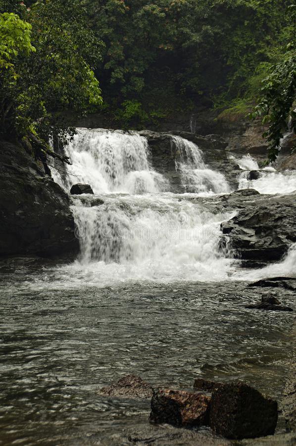 Uma cachoeira no taluka do rajapur, Dist Ratnagiri, Índia fotos de stock