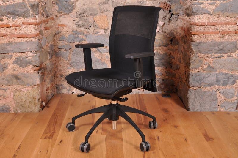 Uma cadeira do escritório fotografia de stock