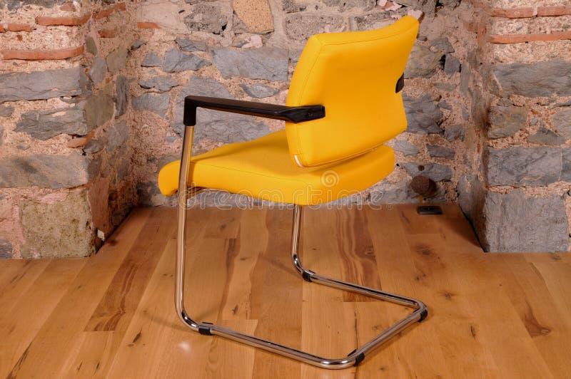 Uma cadeira do escritório imagem de stock royalty free