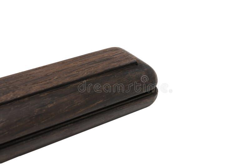 Uma caixa de lápis para uma pena de esferográfica feita do carvalho velho em um fundo branco fotos de stock