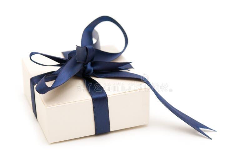 Uma caixa de presente extravagante foto de stock royalty free