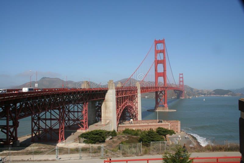 Uma caminhada ao longo de golden gate bridge fotos de stock royalty free