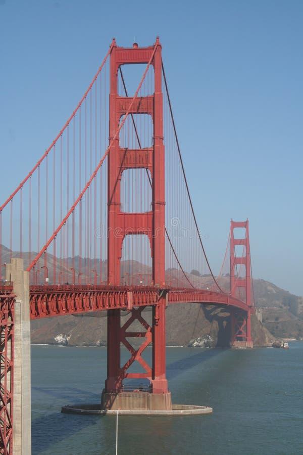 Uma caminhada ao longo de golden gate bridge imagem de stock royalty free
