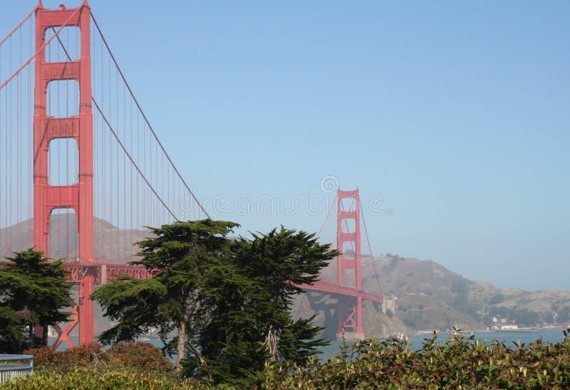 Uma caminhada ao longo de golden gate bridge imagens de stock royalty free