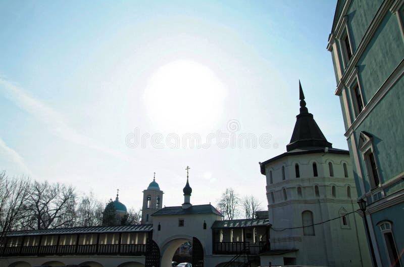 Uma caminhada através de Moscou ao monastério imagens de stock