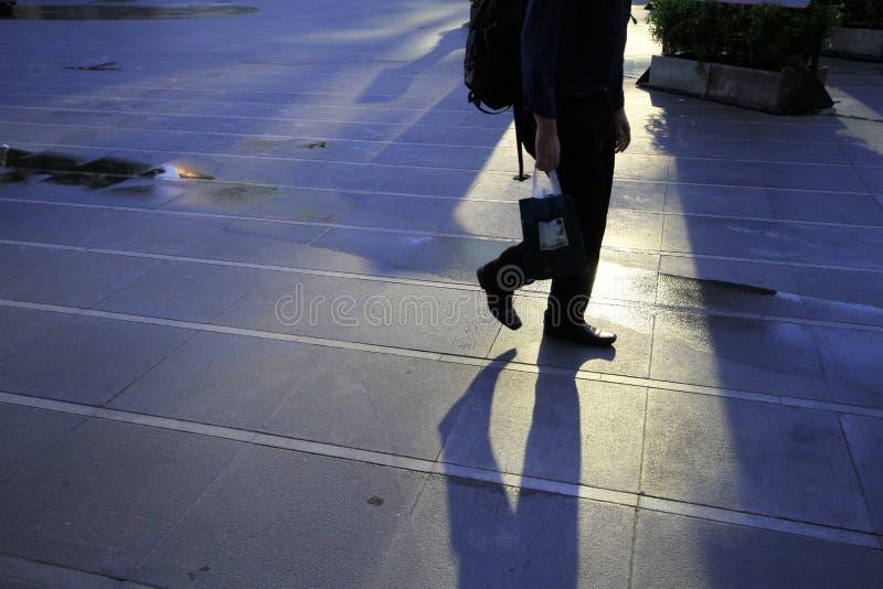 Uma caminhada na cidade imagens de stock
