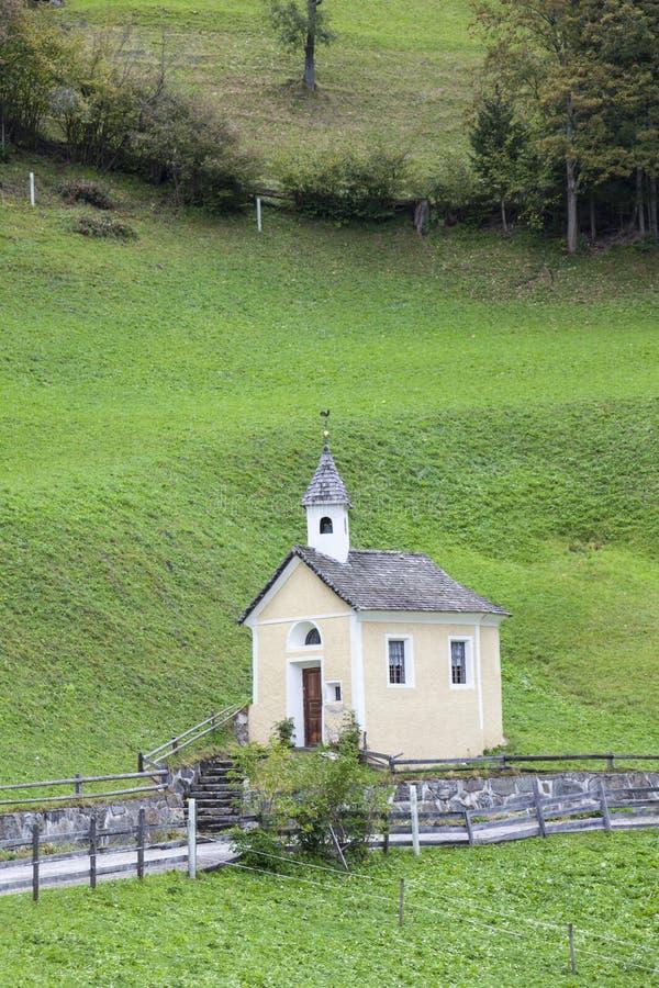 Download Uma capela pequena imagem de stock. Imagem de prado, lado - 26507227