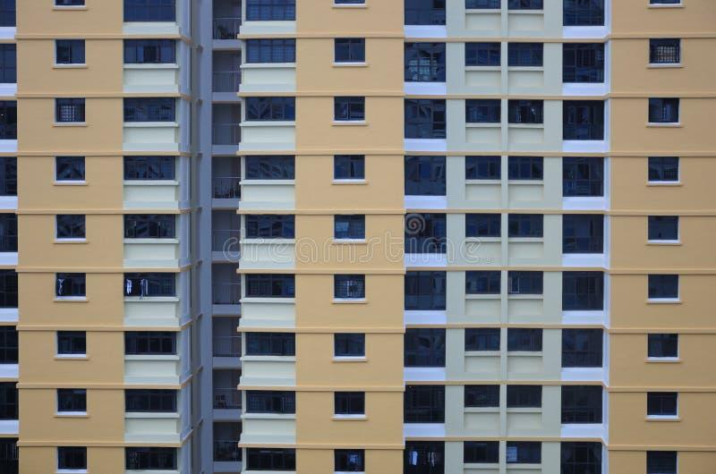 Uma cara externo de um bloco de apartamentos fotografia de stock royalty free