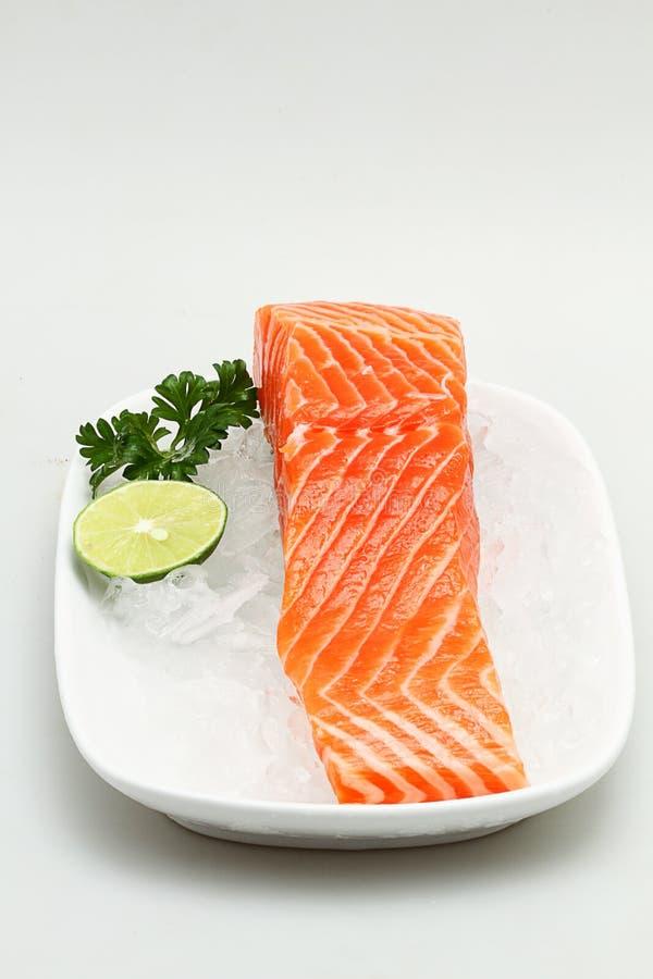 Download Carne Salmon Fresca No Gelo Imagem de Stock - Imagem de branco, limão: 29826109