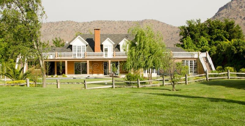 Uma casa de campo bonita imagem de stock royalty free