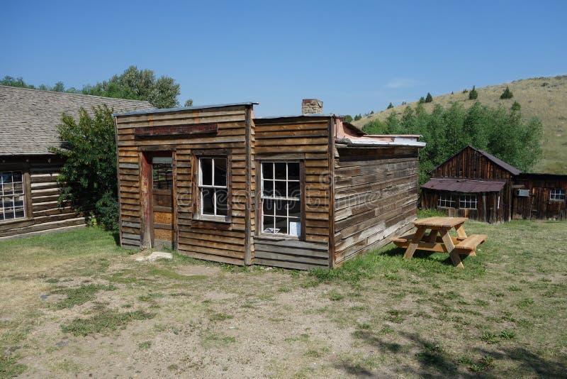 Uma casa de madeira histórica abandonada em idaho fotografia de stock royalty free