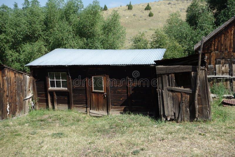Uma casa de madeira histórica abandonada em idaho fotos de stock royalty free