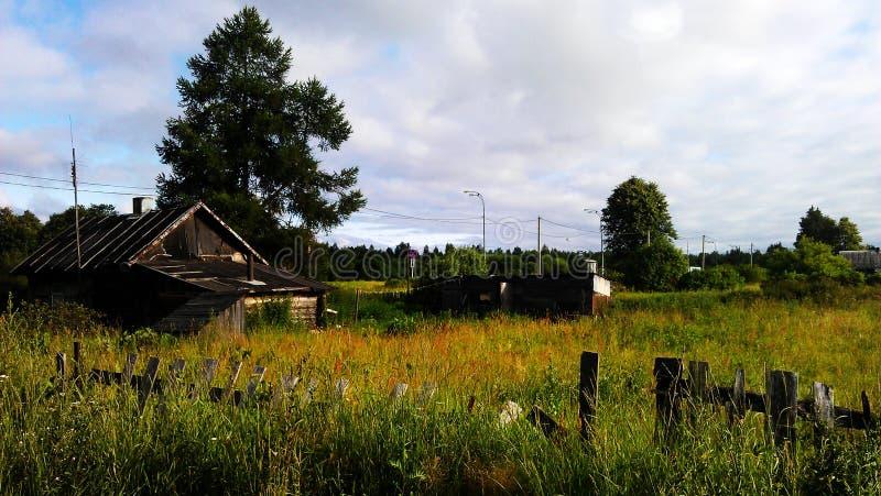 Uma casa dilapidada pequena fotos de stock