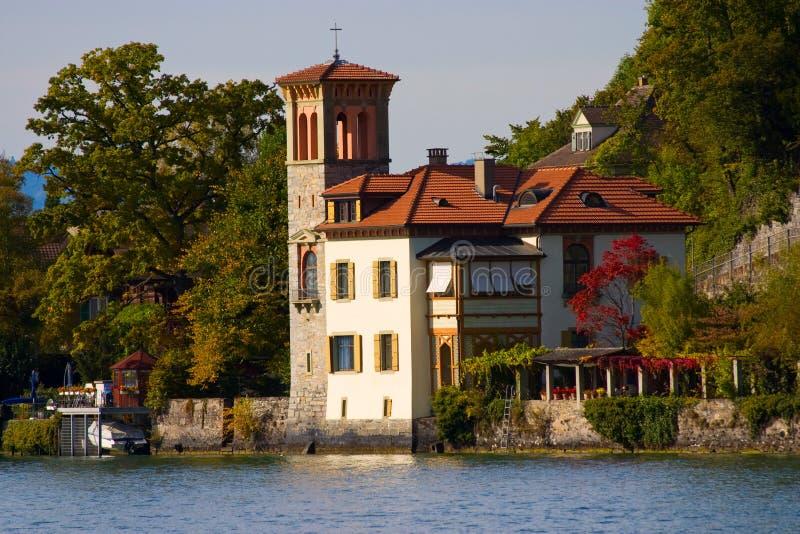 Uma casa no estilo italiano imagem de stock royalty free - Casas de estilo italiano ...