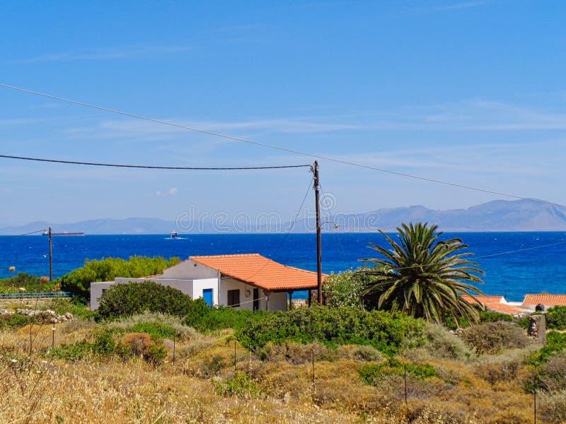 Uma casa só na praia fotos de stock