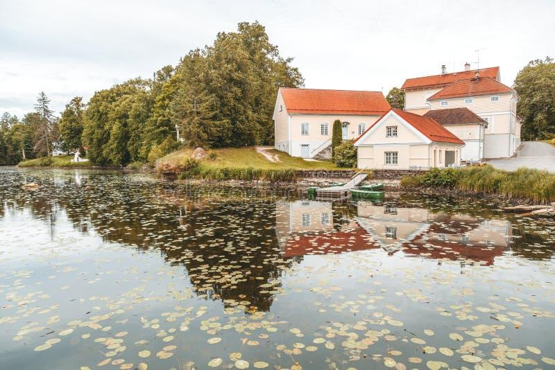 Uma casa senhorial velha Vihula em Estônia, parque de Lahemaa Au bonito foto de stock royalty free