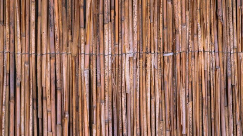 Uma cerca da palha em um estilo tropical imagens de stock royalty free