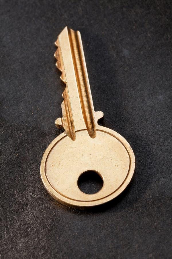 Uma chave da casa fotos de stock