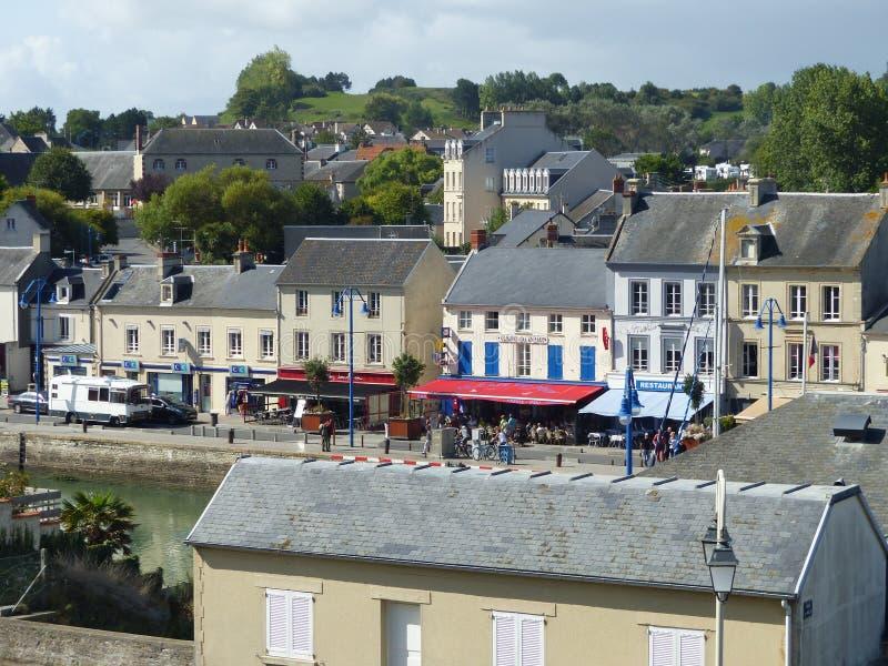 Uma cidade característica de Normandie em França imagens de stock