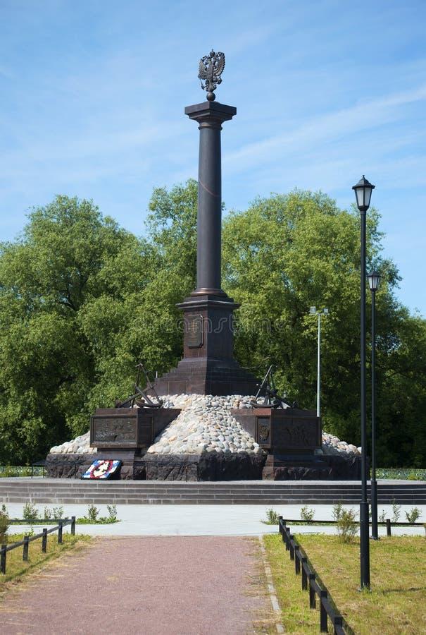 Uma cidade do monumento da glória militar em Kronstadt, tarde de julho O marco principal da cidade Kronstadt fotos de stock royalty free