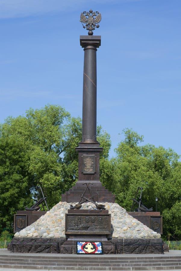 Uma cidade do monumento do close up militar da glória de um dia ensolarado em julho Kronstadt imagem de stock