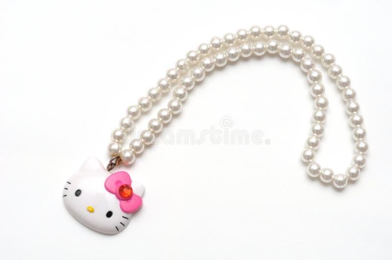 Uma colar plástica da pérola do brinquedo de Hello Kitty fotografia de stock royalty free