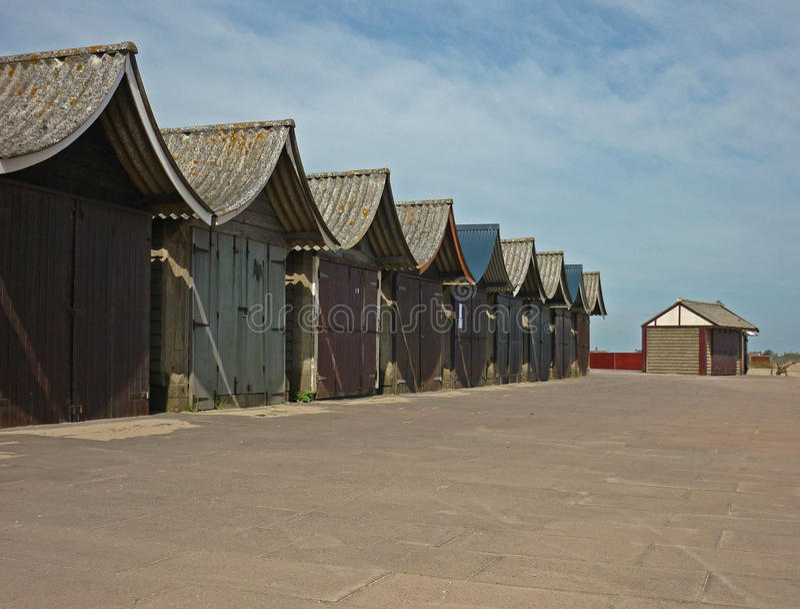 Uma coleção de cabanas da praia, Sutton no mar fotos de stock royalty free