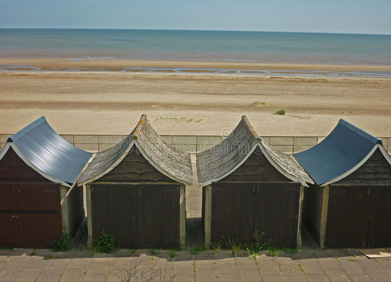Uma coleção de cabanas da praia, Sutton no mar foto de stock