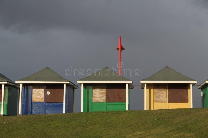 Uma coleção de cabanas da praia, Sutton no mar fotos de stock