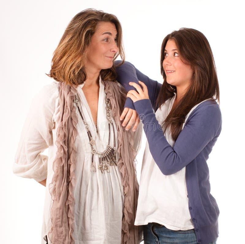 Uma comunicação da mãe e da filha adolescente fotos de stock