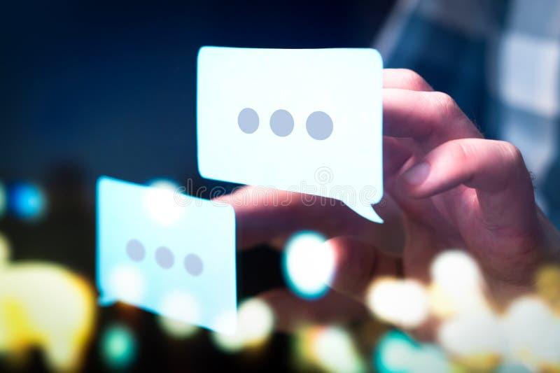 Uma comunicação, diálogo, conversação em um fórum em linha fotografia de stock royalty free