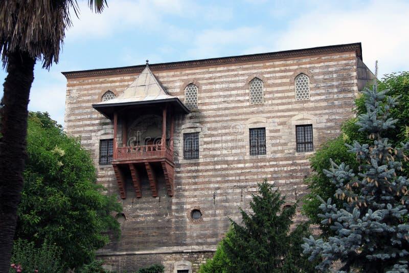 Uma construção em Sultan Ahmet Square fotografia de stock royalty free