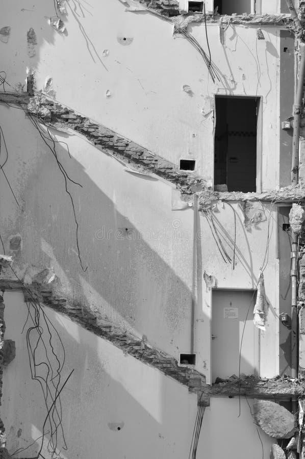 … acontece - a demolição com duas portas fotografia de stock royalty free