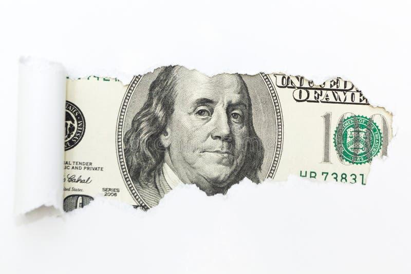 Uma conta de cem-dólar em uma ruptura branca do fundo Um furo em um fundo branco Dinheiro escondido, fraude fotos de stock